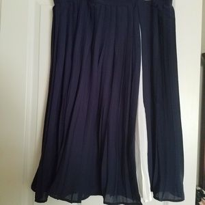 Jessica London blue and white skirt. Poly blend.